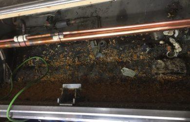 冷凍冷蔵ショーケース清掃作業風景です!